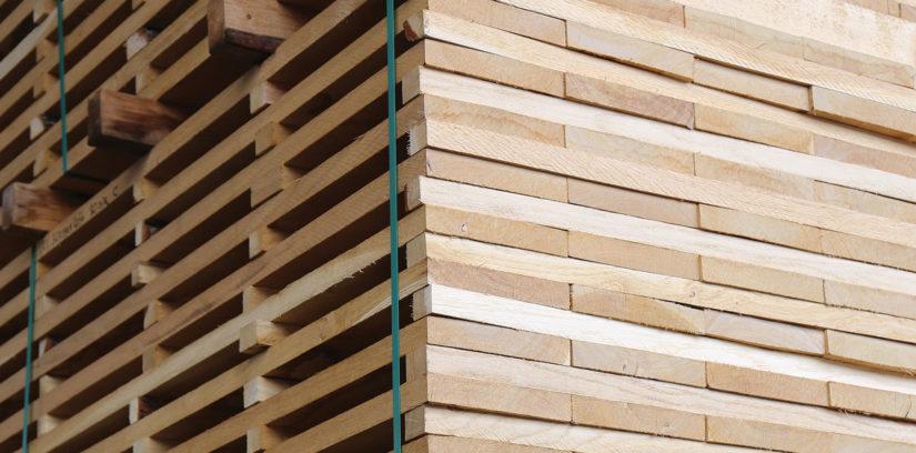Eichenholzstapel