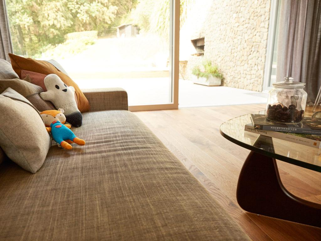 Wohnzimmer mit Parkettboden Eterno