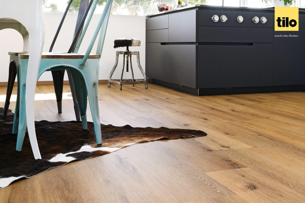 Vinylboden Eiche Rustikal: Unser Boden NOVO Eiche Savanne ist von echtem Holz kaum zu unterscheiden.